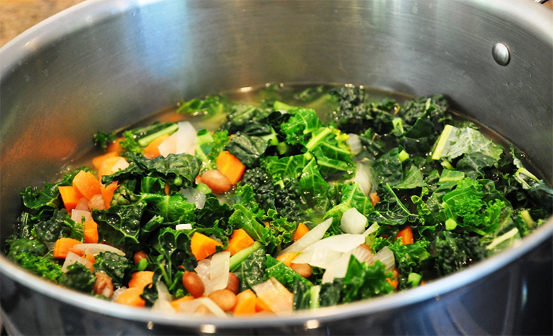 Kale and Pinto Bean Soup